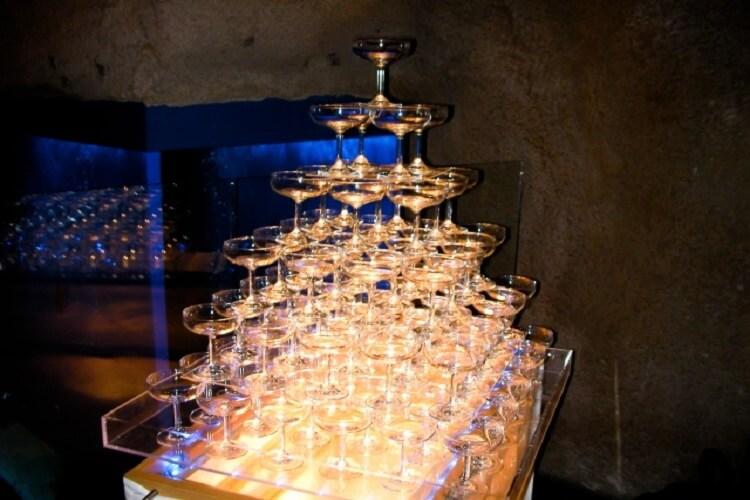 ホストクラブならではのお酒、シャンパンタワー