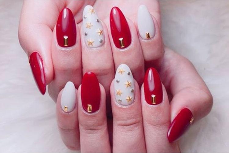 赤と白がきれいなキャバ嬢の秋ネイル