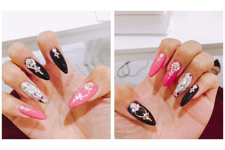 ブラックとピンクとキラキラストーンがかわいいキャバ嬢ネイル