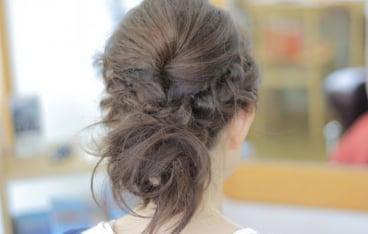 キャバ嬢におすすめのドレスに合うアップの髪型